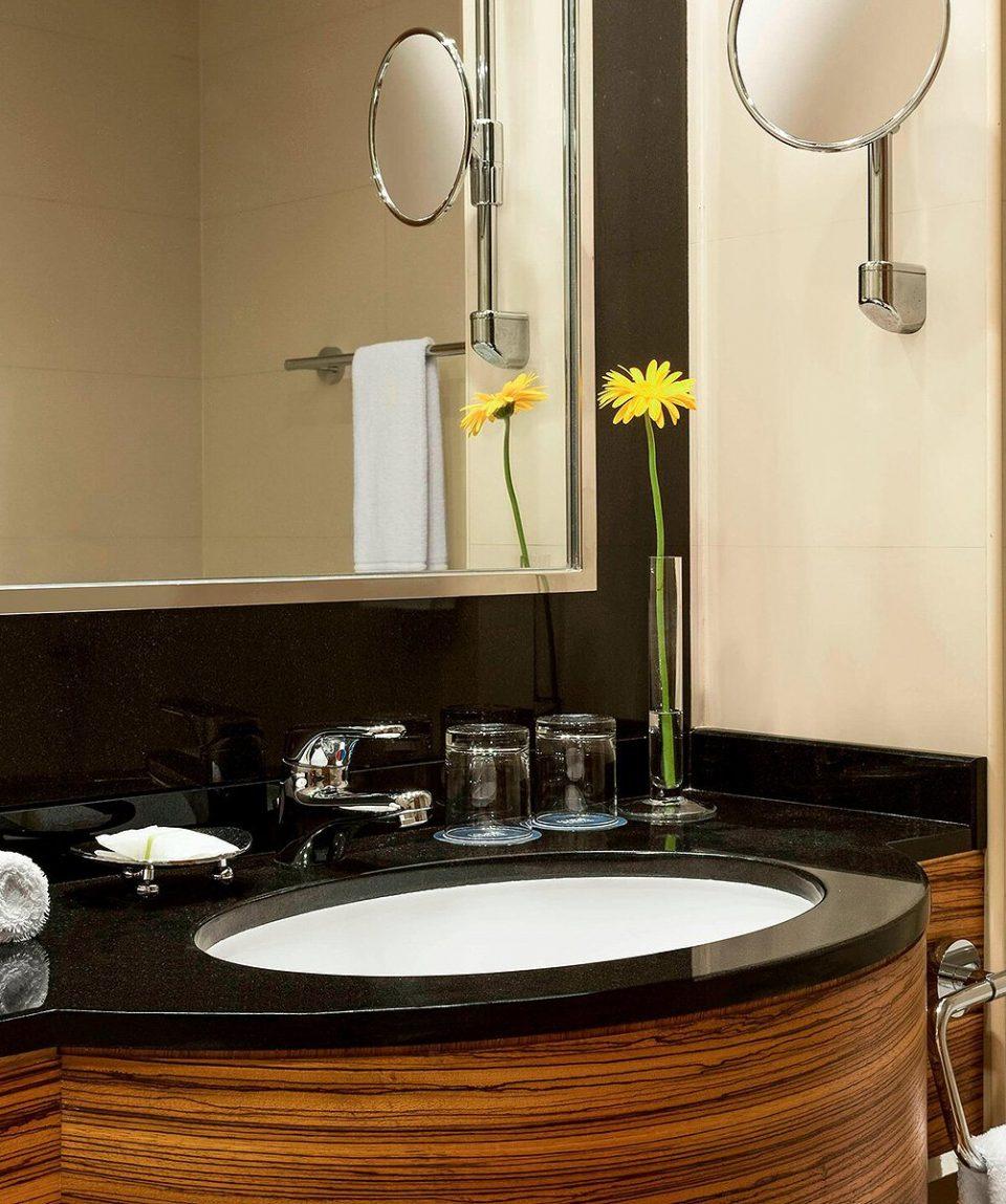 dxbdf-bathroom-7927-ver-clsc